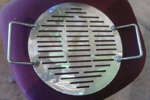 Jones County Ironworks: Easy Lift Pizza Pan